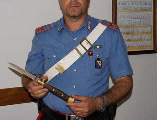Armato di coltello a serramanico e bisturi, albanese fermato in pieno centro
