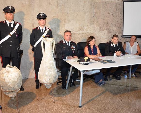 Consegnate alla Soprintendenza anfore antiche recuperate dai carabinieri