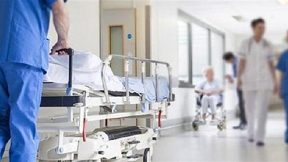Preso a pugni per una sigaretta, 30enne in ospedale