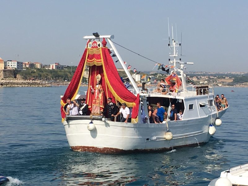 San Basso, si ripete il rito della processione in mare