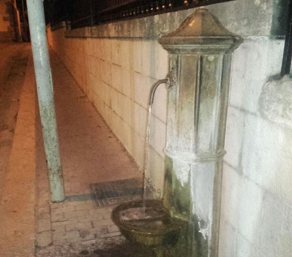 Spreco d'acqua dalla fontana (LA SEGNALAZIONE)