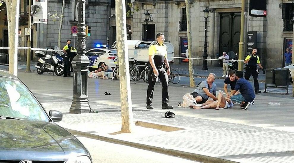 Furgone sulla folla a Barcellona, c'erano anche molisani lì vicino. I turisti di Larino: stiamo bene