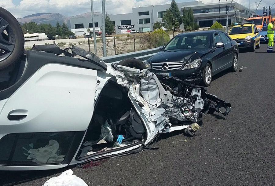 Incidente a Macchia d'Isernia, si ribalta un'auto: grave un ferito
