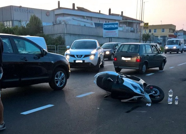 Auto contro scooter, 56enne in ospedale