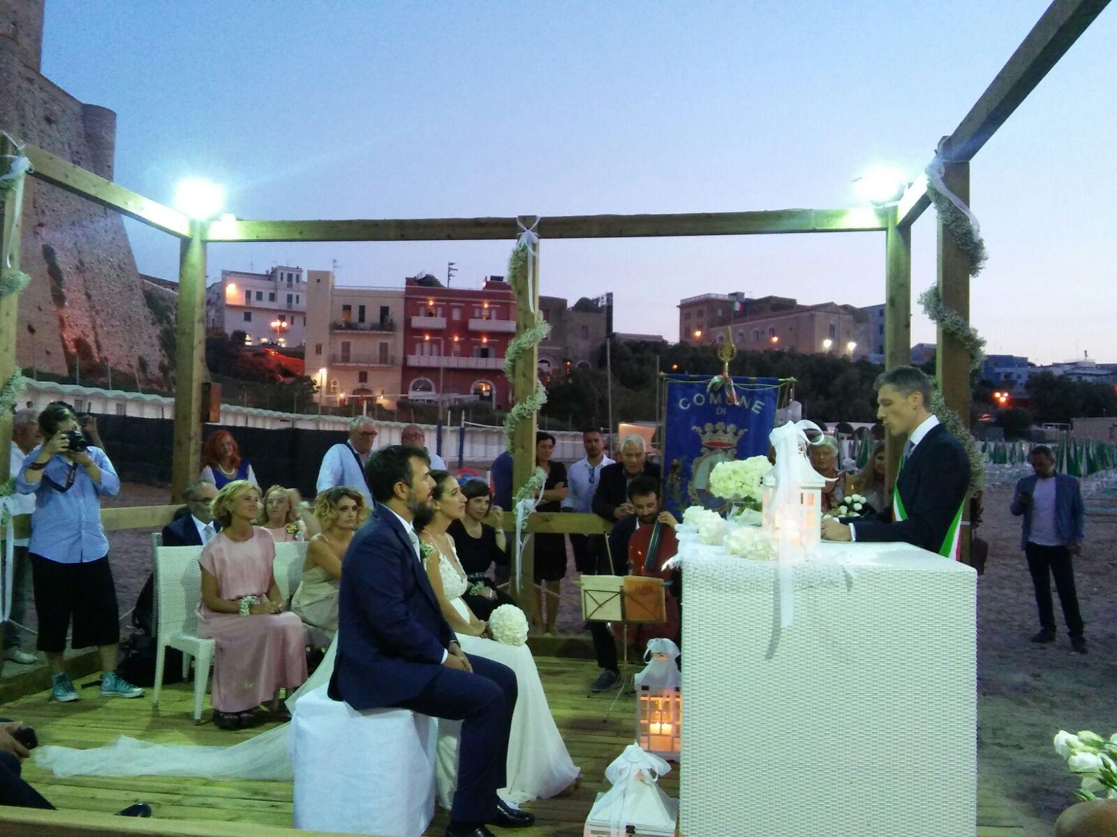 Matrimonio Spiaggia Termoli : A termoli celebrato il primo matrimonio sulla spiaggia