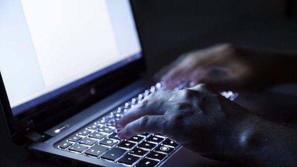Inneggia alla jihad su Facebook: espulso un pakistano di 27 anni