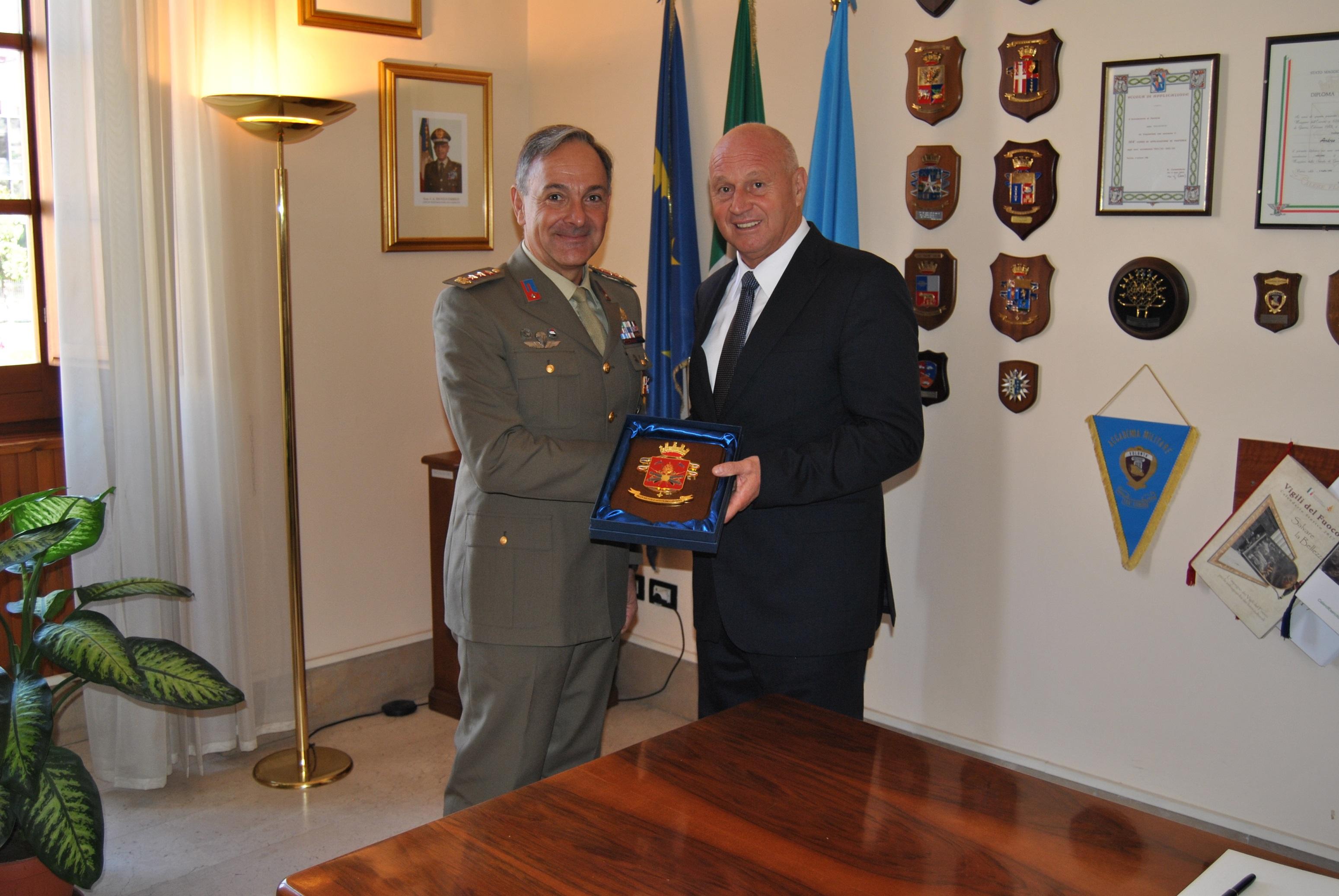 Il sindaco di Campobasso in visita presso la caserma Pepe dell'esercito