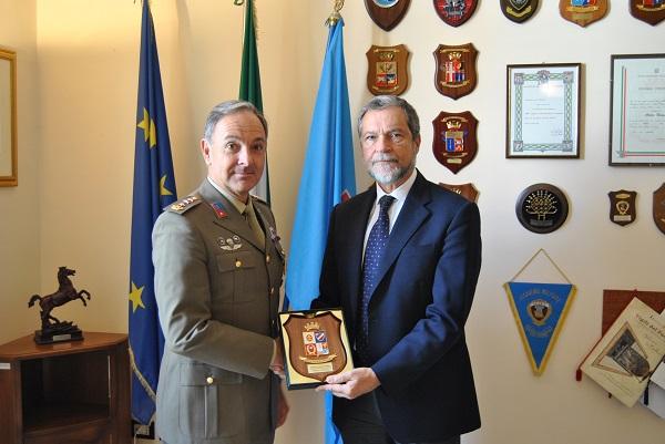Esercito, il Prefetto Guida in visita al Distretto