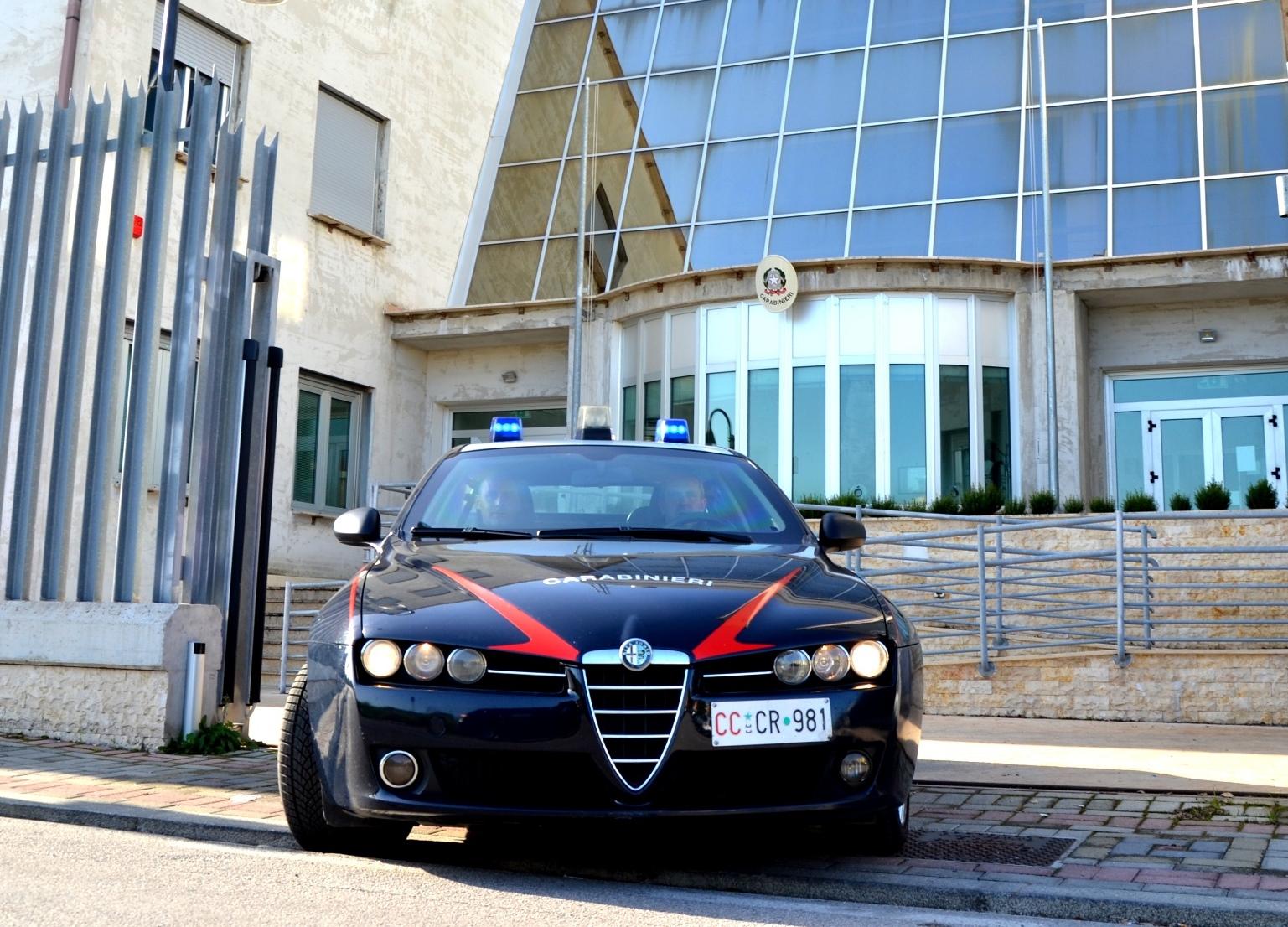 Pattuglie dei carabinieri dinanzi alle scuole per garantire maggiore sicurezza
