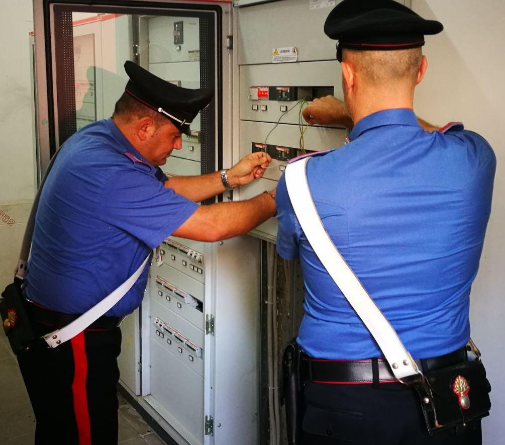 Rubava energia elettrica al vicino i casa, arrestato un 40enne