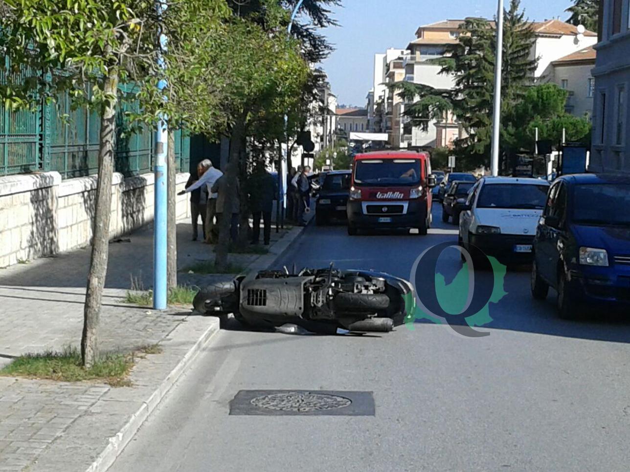 Scontro tra scooter e furgoncino, paura per un uomo (FOTO)