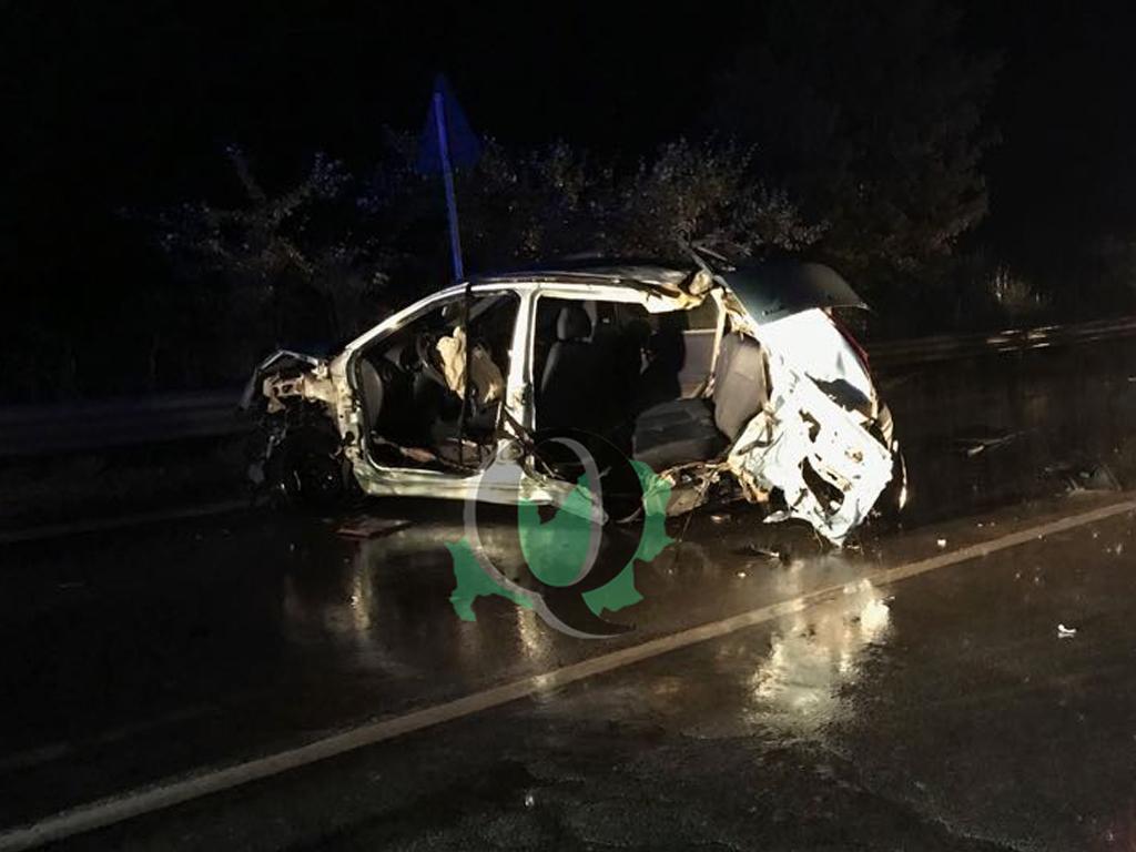 Frontale tra camion e auto sulla Trignina, due morti e due ragazzi gravi