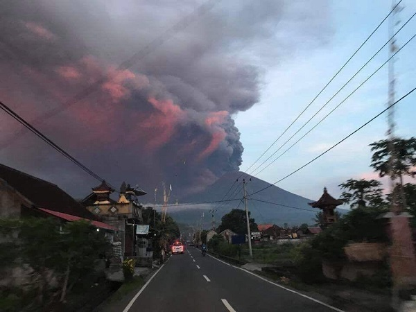 Archeologo molisano bloccato a Bali per l'eruzione del vulcano Agung