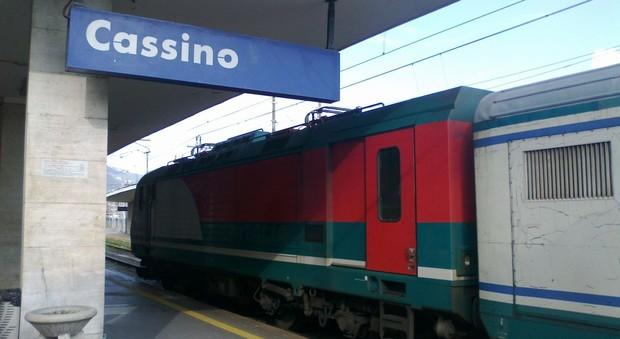Pomeriggio di 'ordinaria follia' sul Campobasso-Roma delle 16,45: uomo ubriaco blocca il treno