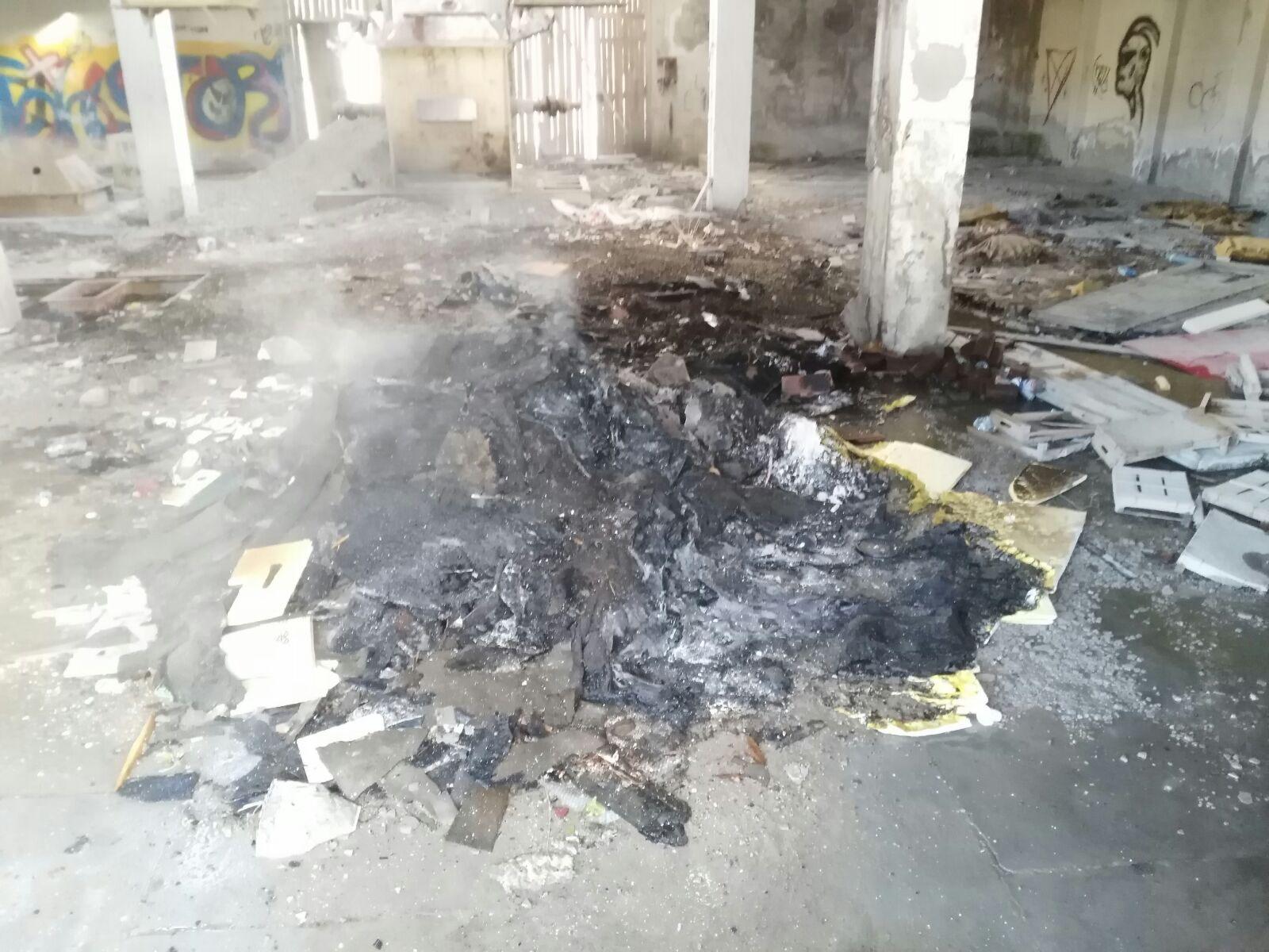 Divampa incendio nell'ex fabbrica Bentonite, cause ancora da accertare