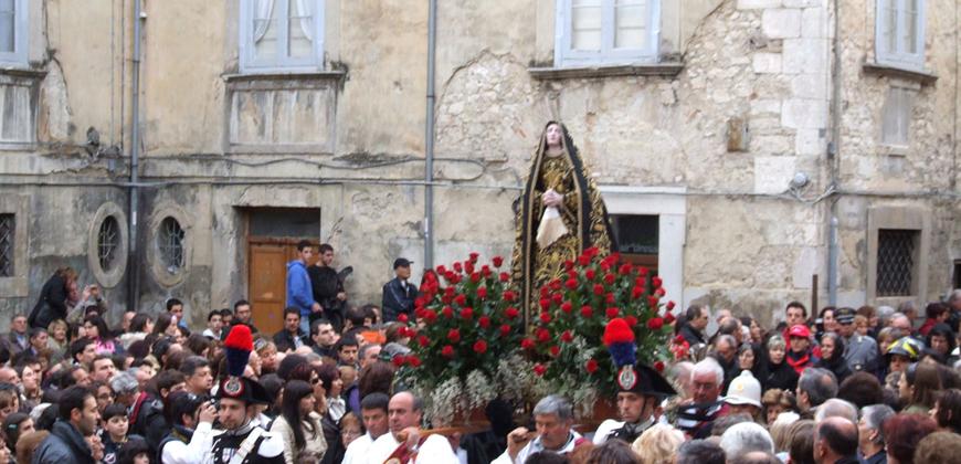 Sacro e Profano si uniscono nella processione del Venerdì Santo