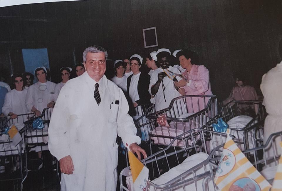 Una targa in ricordo del ginecologo Bruno Pavone a Via XXIV Maggio
