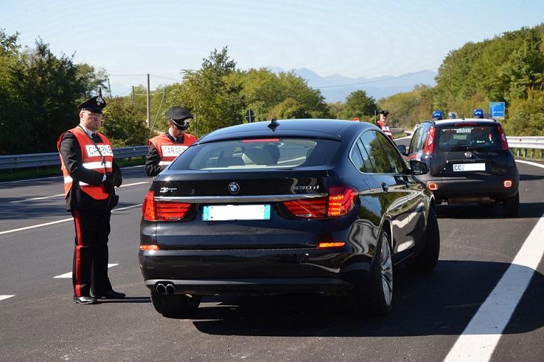 In giro con l'auto sotto sequestro, fermato e denunciato