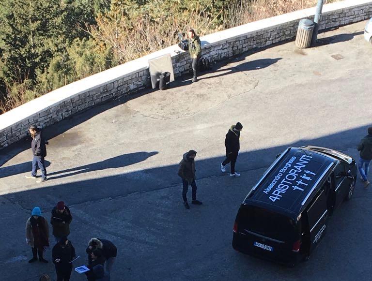 Ultime riprese per la troupe dei '4 Ristoranti' in cima al Castello Monforte