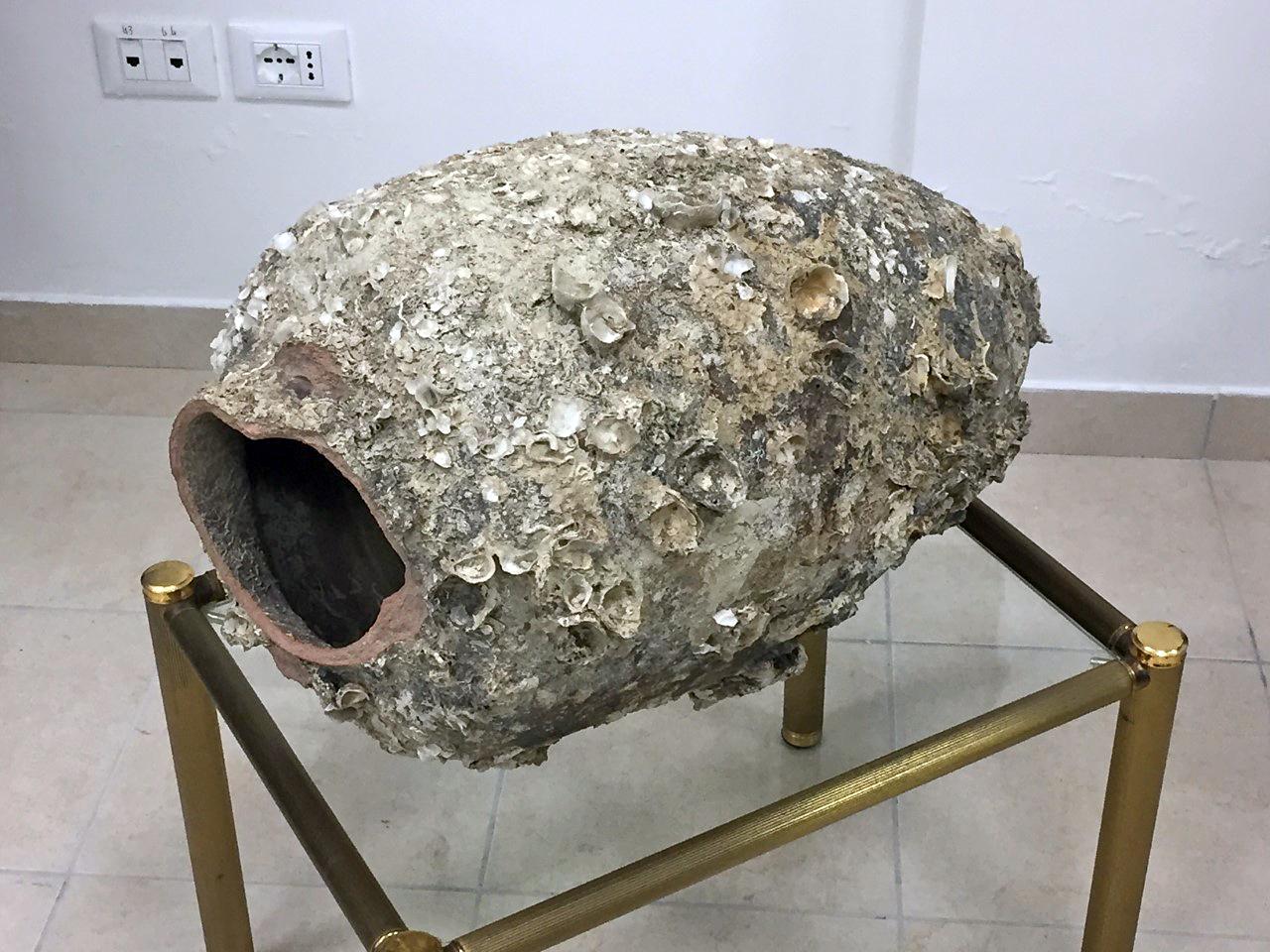 Anfora di 2mila anni recuperata dai carabinieri e consegnata alla Sovrintendenza