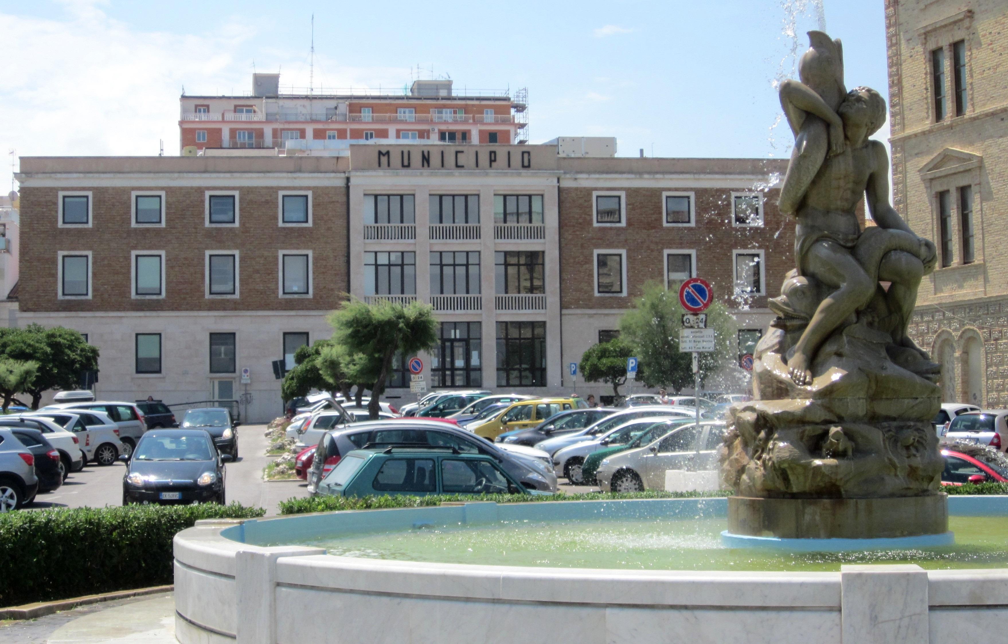 Scuola e Municipio si rifanno il look