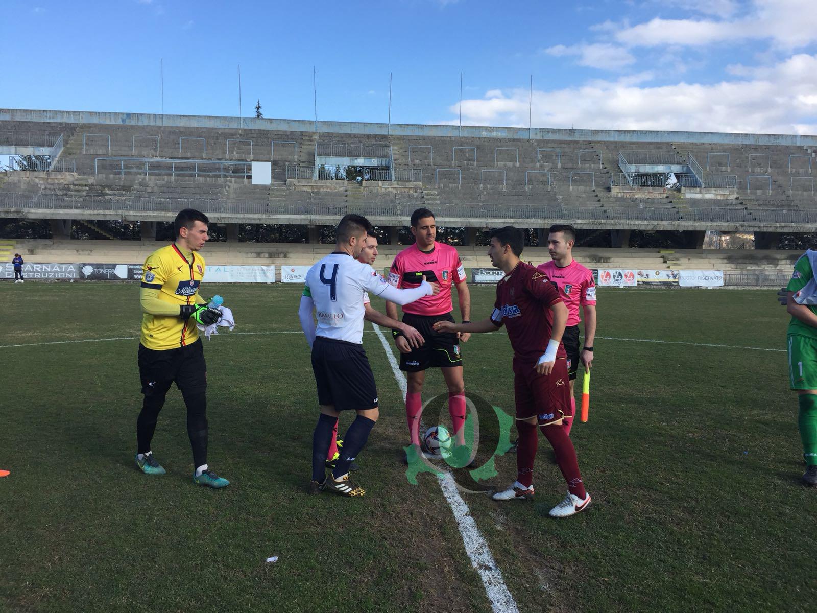 Serie D, finisce in parità un derby ad alta tensione: rissa nel finale