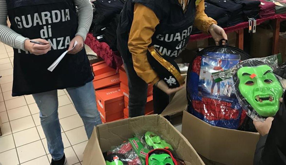 Maschere e gadget per Carnevale contraffatti, sequestrati dalla GdF 11mila articoli