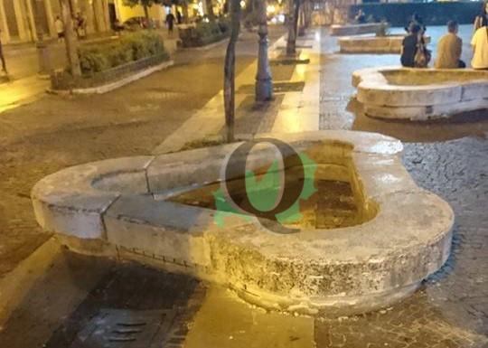 Piazza Municipio. Fioriere abbandonate si riaccende il dibattito