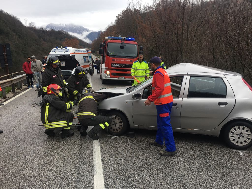 Due feriti gravi in un incidente in territorio di Colli a Volturno