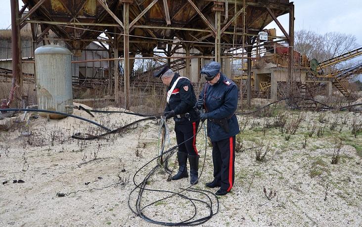 Tentato furto di rame in una cava, l'arrivo dei Carabinieri mette i ladri in fuga