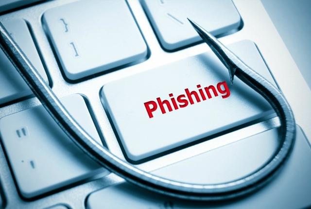 False e-mail per confermare account Facebook, la Polpost: è phishing