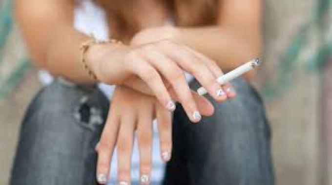Adolescenti: 3 minori su 10 fumano