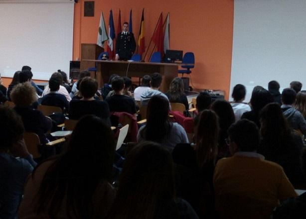 """Cultura della legalità, l'Arma incontra gli studenti del """"Marinelli"""""""