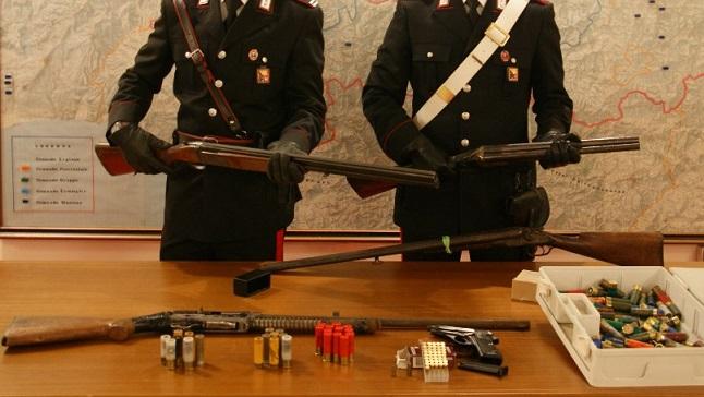 Sequestrati dai Carabinieri fucili e pistole detenuti senza licenza