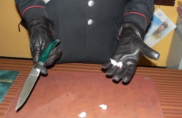 Carabinieri. Controlli a tappeto, sotto sequestro un coltello a serramanico e droga