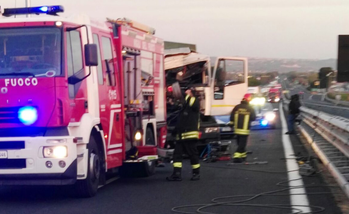 Scontro tra tir in autostrada, due feriti gravi in ospedale