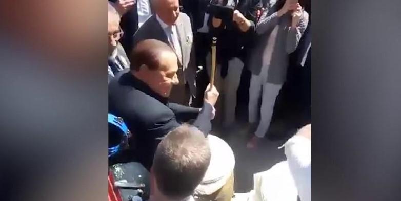 Berlusconi a Casacalenda suona il bufù (video)
