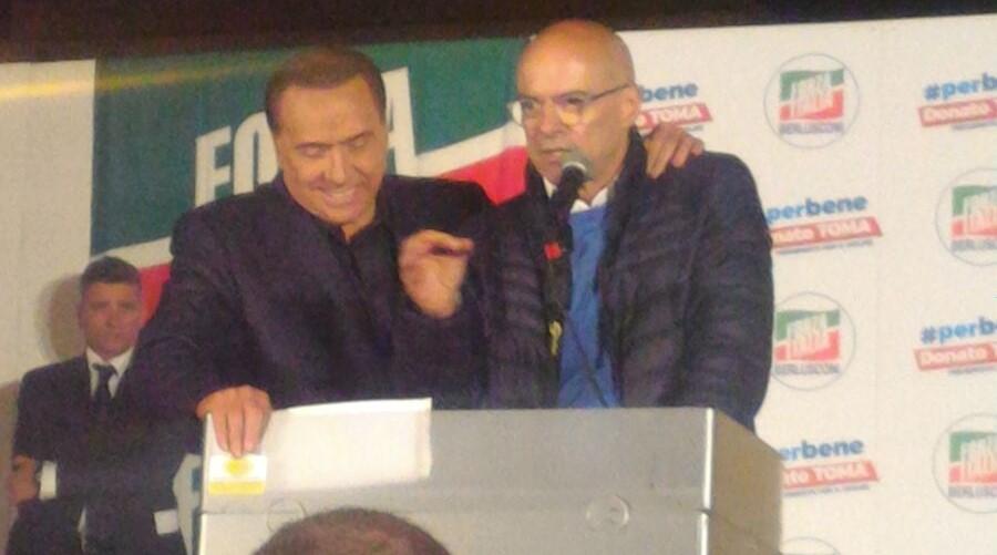 """Toma chiude in Piazza Prefettura con Berlusconi: """"Diamo contributo a libertà e democrazia"""""""