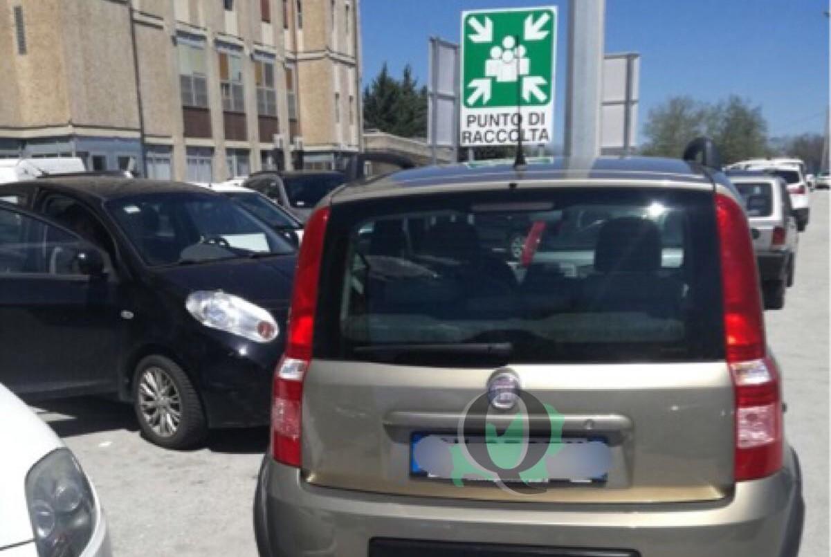 Parcheggio selvaggio all'ospedale Cardarelli, autovetture bloccate per circa un'ora