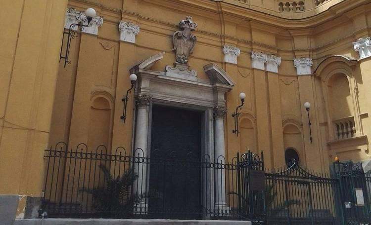 Procura di Isernia protagonista su indagine furto a Napoli, corona torna al cardinale Sepe