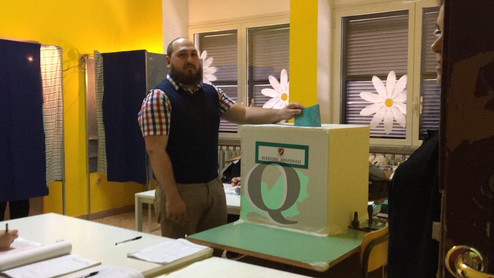 Elezioni Regionali 2018: il primo a votare è il candidato presidente di CasaPound