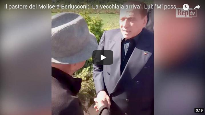 """Il pastore molisano a Berlusconi: """"La vecchiaia arriva"""". Il Cavaliere: """"Mi posso toccare?"""" (VIDEO)"""