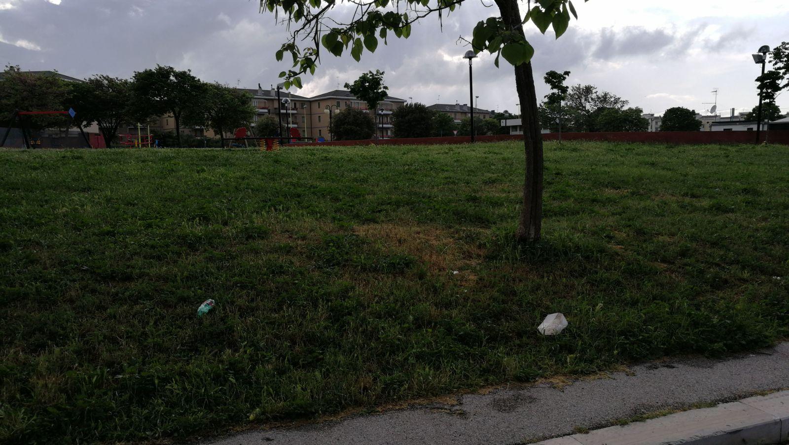 """Parco giochi di Difesa Grande, le mamme: """"Se non tutelato a breve ricettacolo d'immondizia"""""""