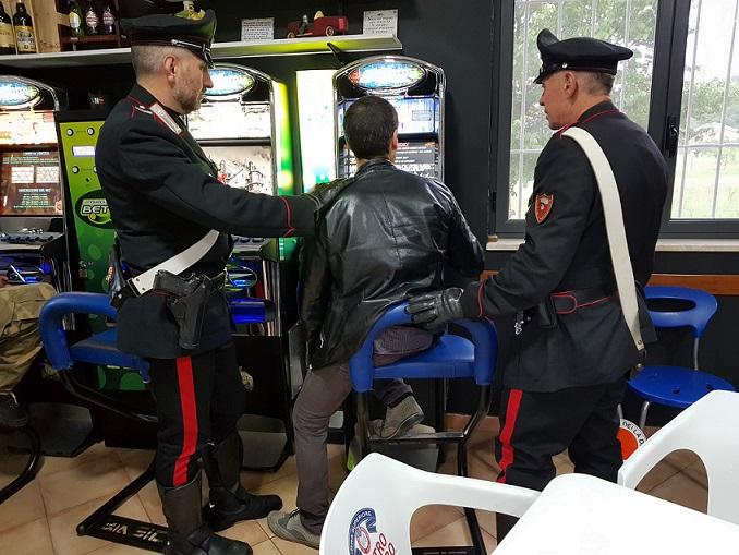 Venafro: simula una rapina per cercare di recuperare i soldi persi alle slot machine