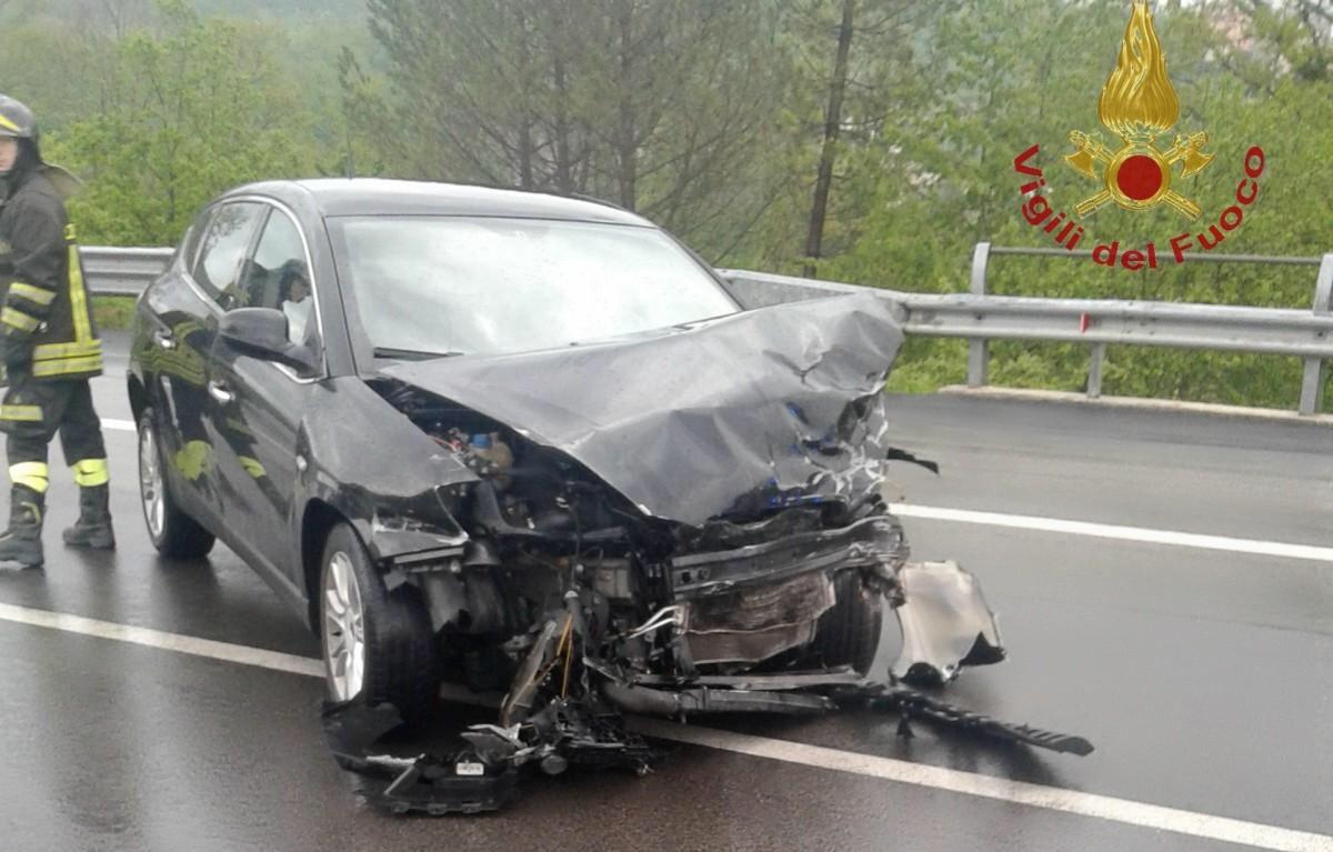 Incidente su Fondovalle Trigno, un ferito. Traffico bloccato (FOTO)
