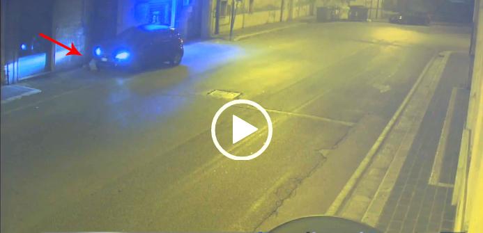 Investimento e fuga, le immagini choc. Donna arrestata, anziana in prognosi riservata (VIDEO)