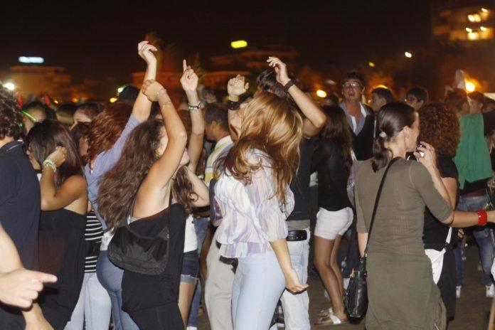 Movida rumorosa, denunciati i titolari di tre bar