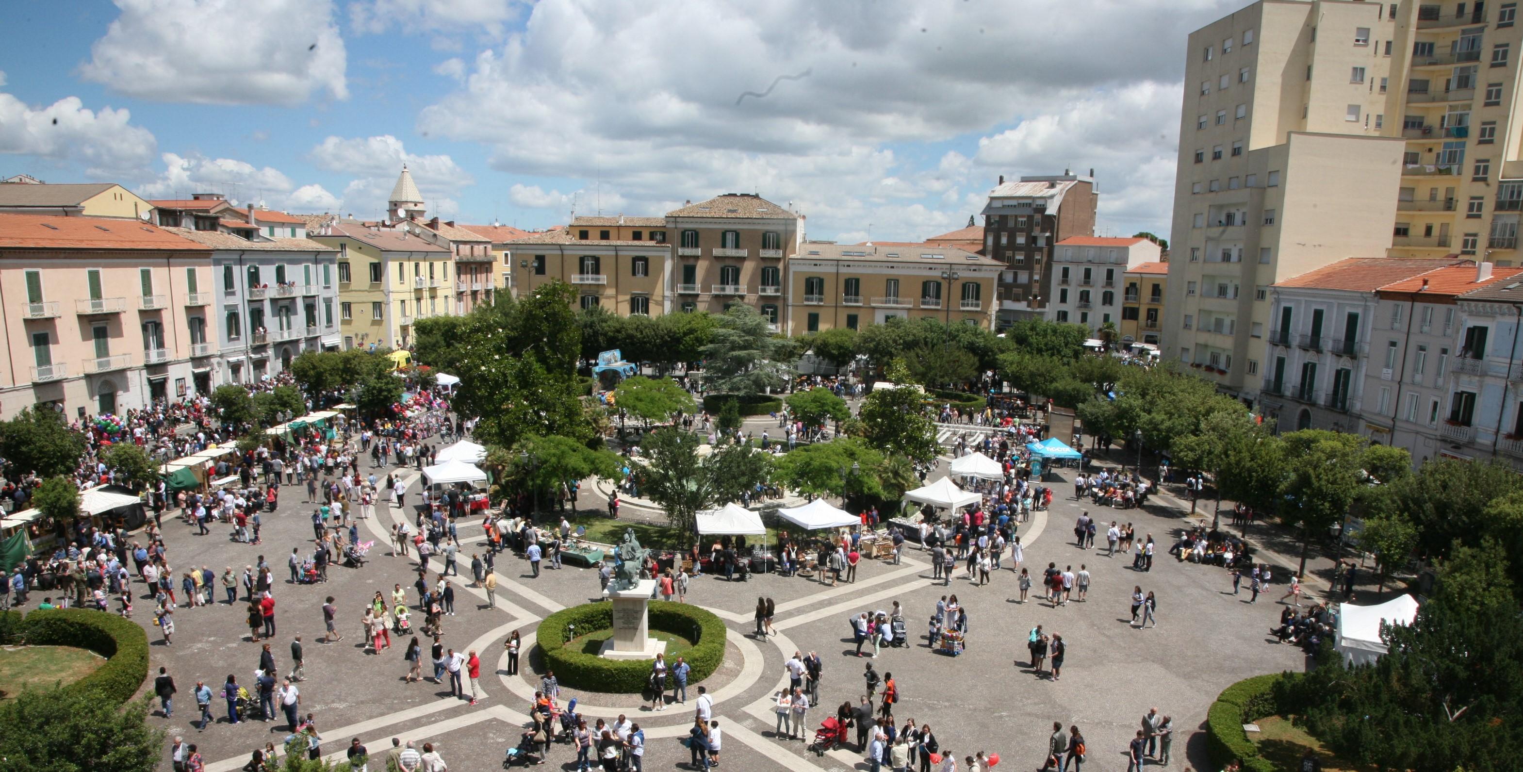 Il Quotidiano in Piazza Municipio per raccontare il Corpus Domini e i suoi protagonisti