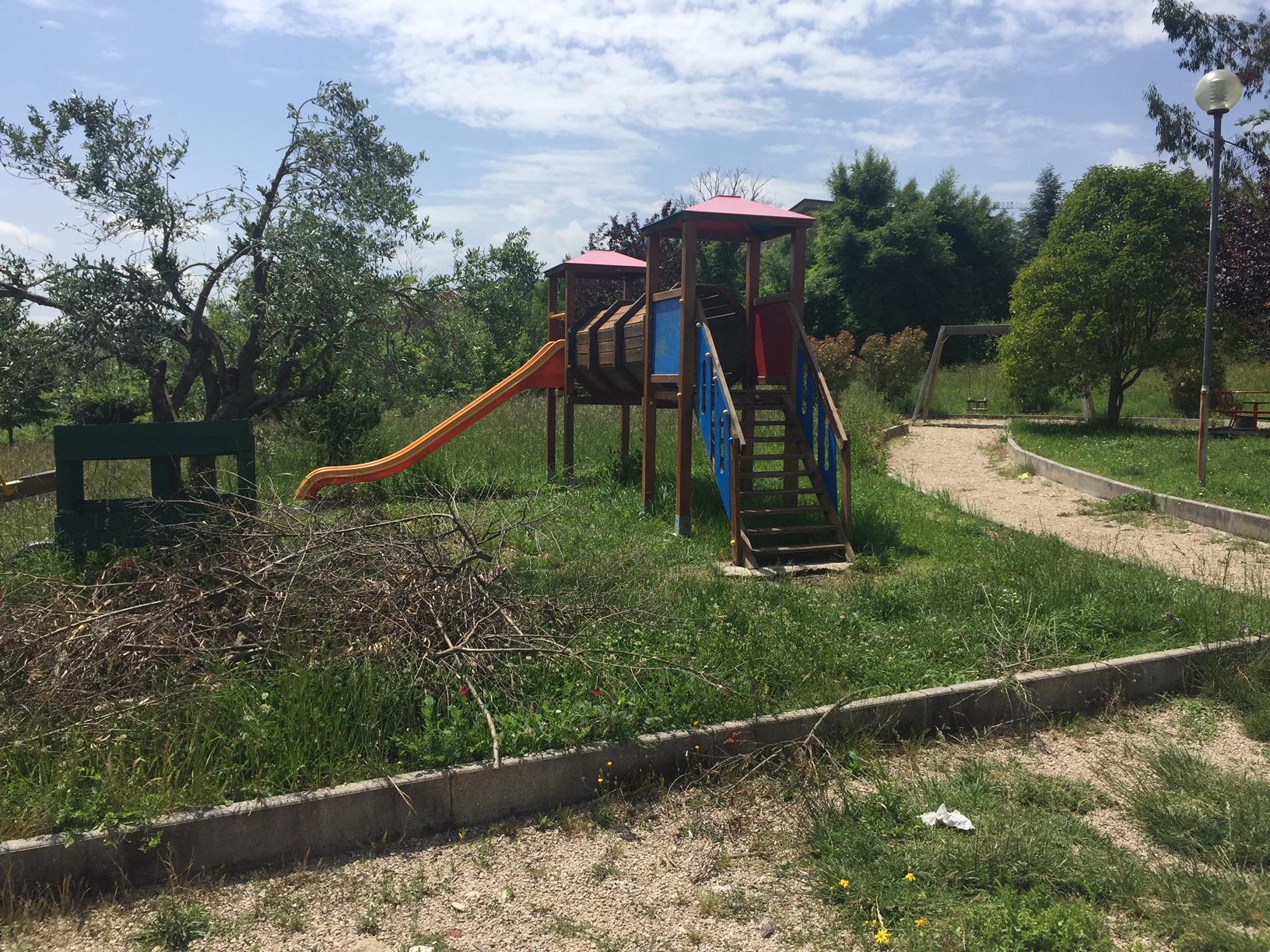 Parco Ungaretti abbandonato, genitori inferociti
