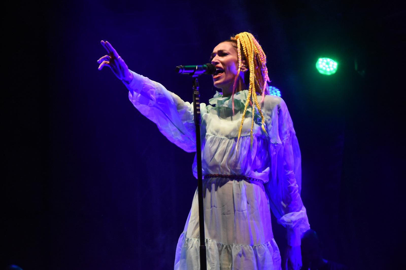 Nina Zilli in concerto a Campobasso saluta e ringrazia Catanzaro (FOTO E VIDEO)